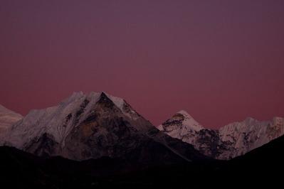 夕暮れ、ピンクに染まるアイランドピーク峰(6189M)