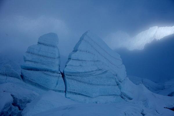 青白い氷柱
