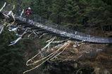 エベレスト街道にはいくつもの吊り橋がある