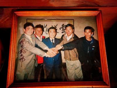 橋本龍太郎さんと。左端が僕で右端がデェンディー