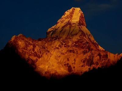 神なる母アマダブラム峰