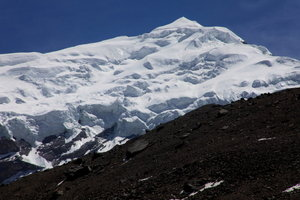 チュルー西峰が迫ってきた