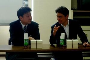 岡山の朝日塾小学校の講演会場で橋本