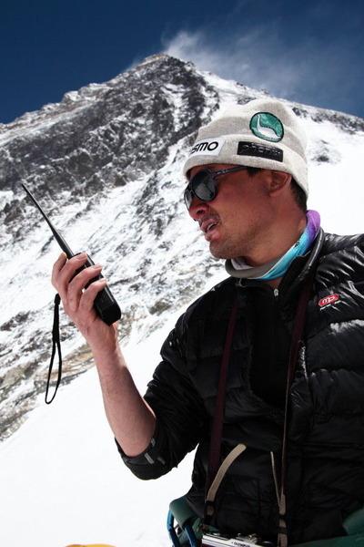 無線連絡とエベレスト南峰