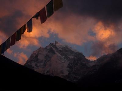 カンテガ峰(6783M)パンボチェ村から撮影