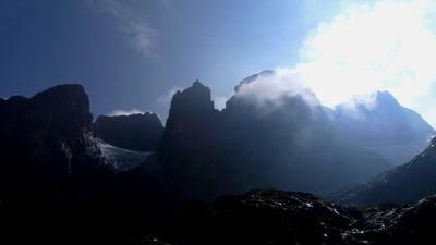 エレナ小屋からのルウェンゾリ峰